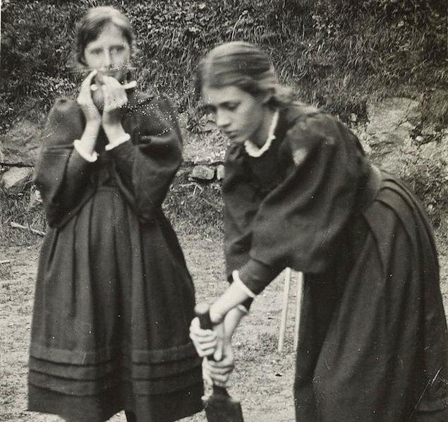 فيرجينيا وأختها سيلفيا