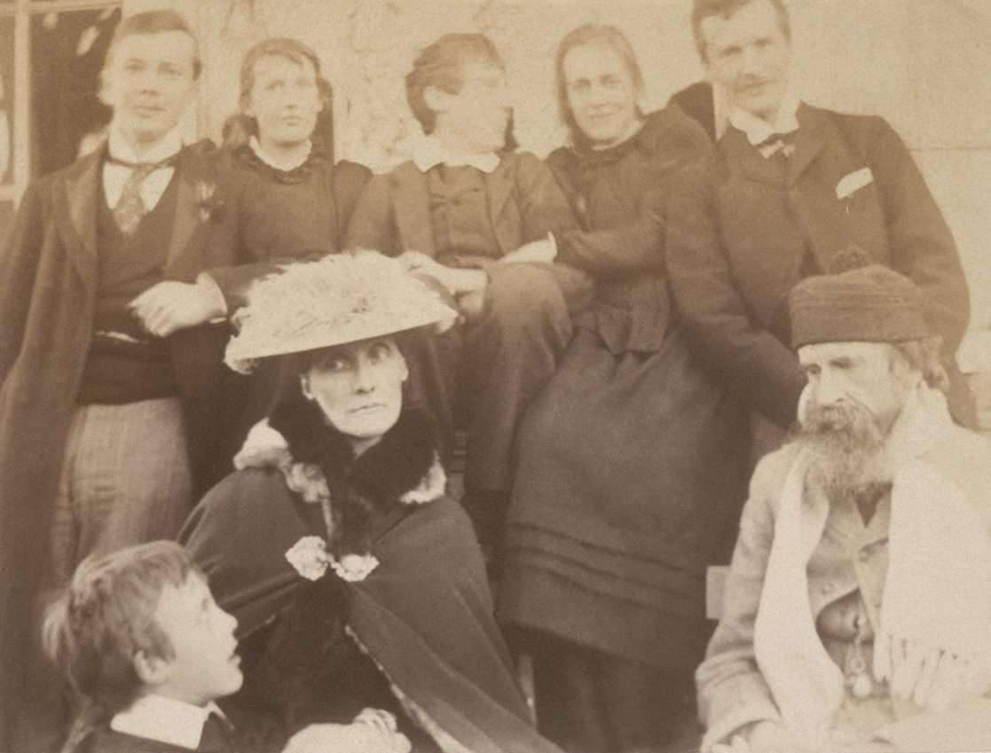 فيرجينيا مع عائلتها