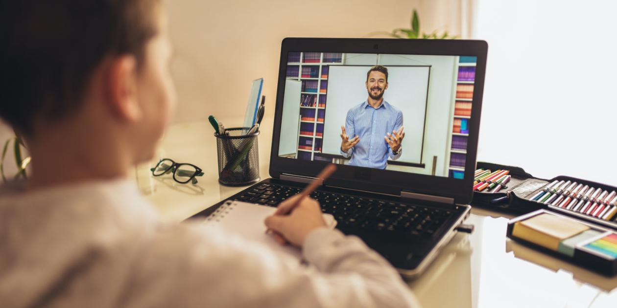 مهارات يجب أن يتمتع بها المدرس على الانترنت