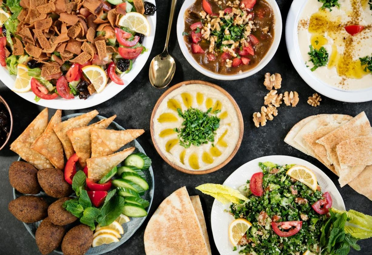 تعرف على أشهر المأكولات والحلوى الرمضانية في الدول العربية نون بوست