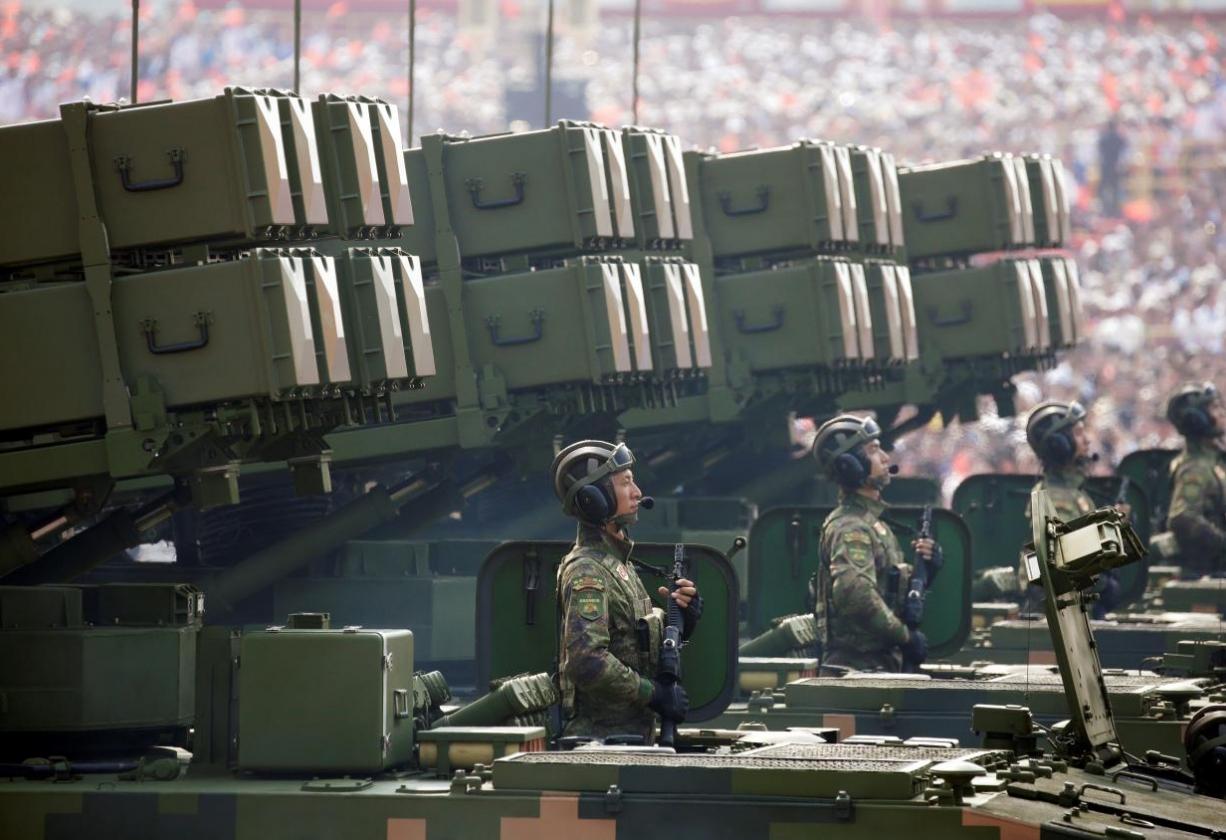عرض عسكري ضخم يكشف قوة بكين العظمى في صناعة الصواريخ نون بوست