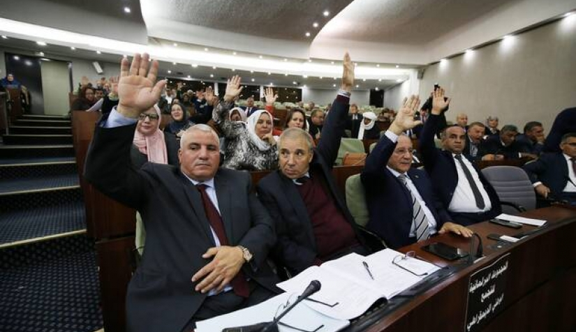 البرلمان والحكومة في الجزائر من يعطي الشرعية لمن؟ Imago95035207s